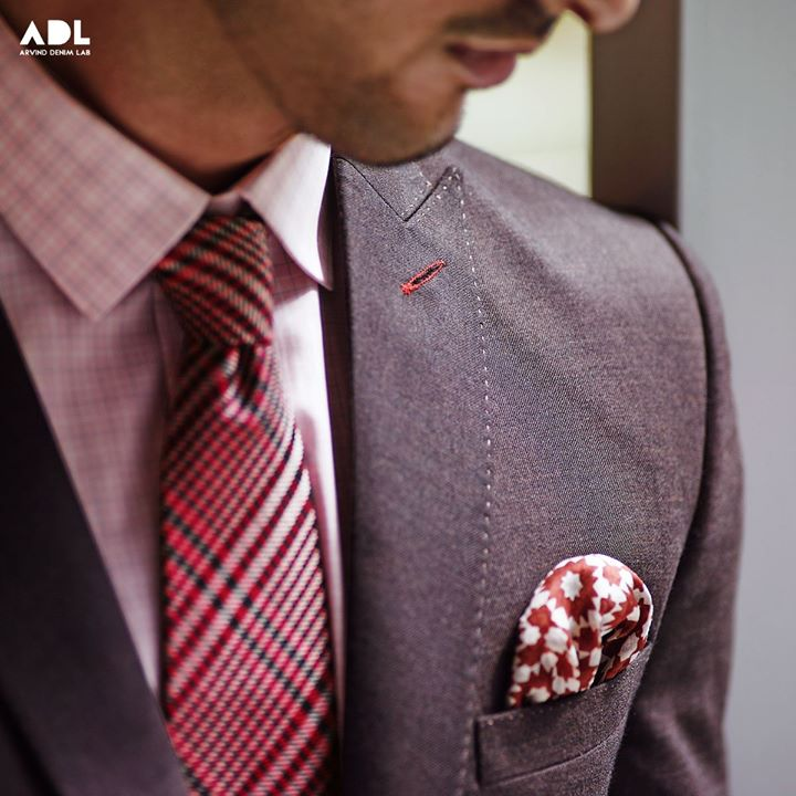 Do you find brown too dull? Not anymore! Get a brown suit stitched with a baby pink shirt and a checkered maroon tie. Dapper the look with a polka dot pocket square.