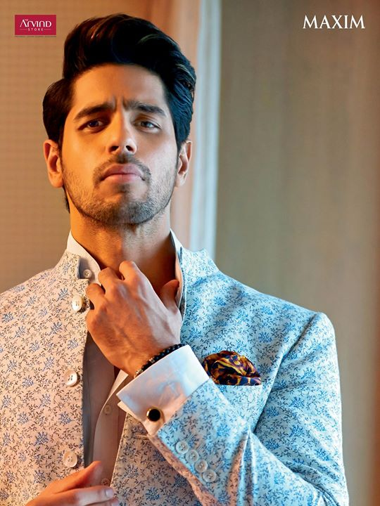 Sidharth Malhotra ups the game for wedding fashion this season. Get the Mandarin collared Bandhgala paired with a pure linen shirt and a graceful pocket square to steal the spotlight from The Arvind Store. #GetTheLook #StayTrueStayNew  Visit: http://bit.ly/TAS_Locator