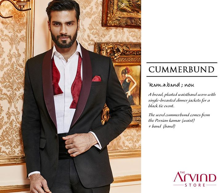 Some poise for the gentlemen who love to hold their head high and dazzle at every occasion. Cummerbund aces your look perfectly to give the balance of class and style.